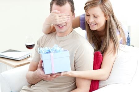 彼氏が惚れ直す誕生日プレゼント! サプライズ案!10選