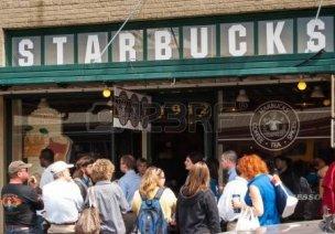 24302562-スターバックス-ストア-パイク-・-プレース-・-1912-で-2007-年-5-月-18-日、ワシントン州シアトルに-62-ヶ国で-20-891-店でコーヒーを提供、スターバック