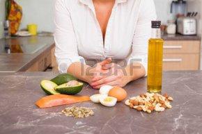 50800299-別のローフード-キッチンの女性
