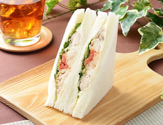 ローソン店舗 「燻製さばサンド」&「りんごのデザートサンド」新発売!