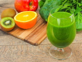 77728352 - green smoothies
